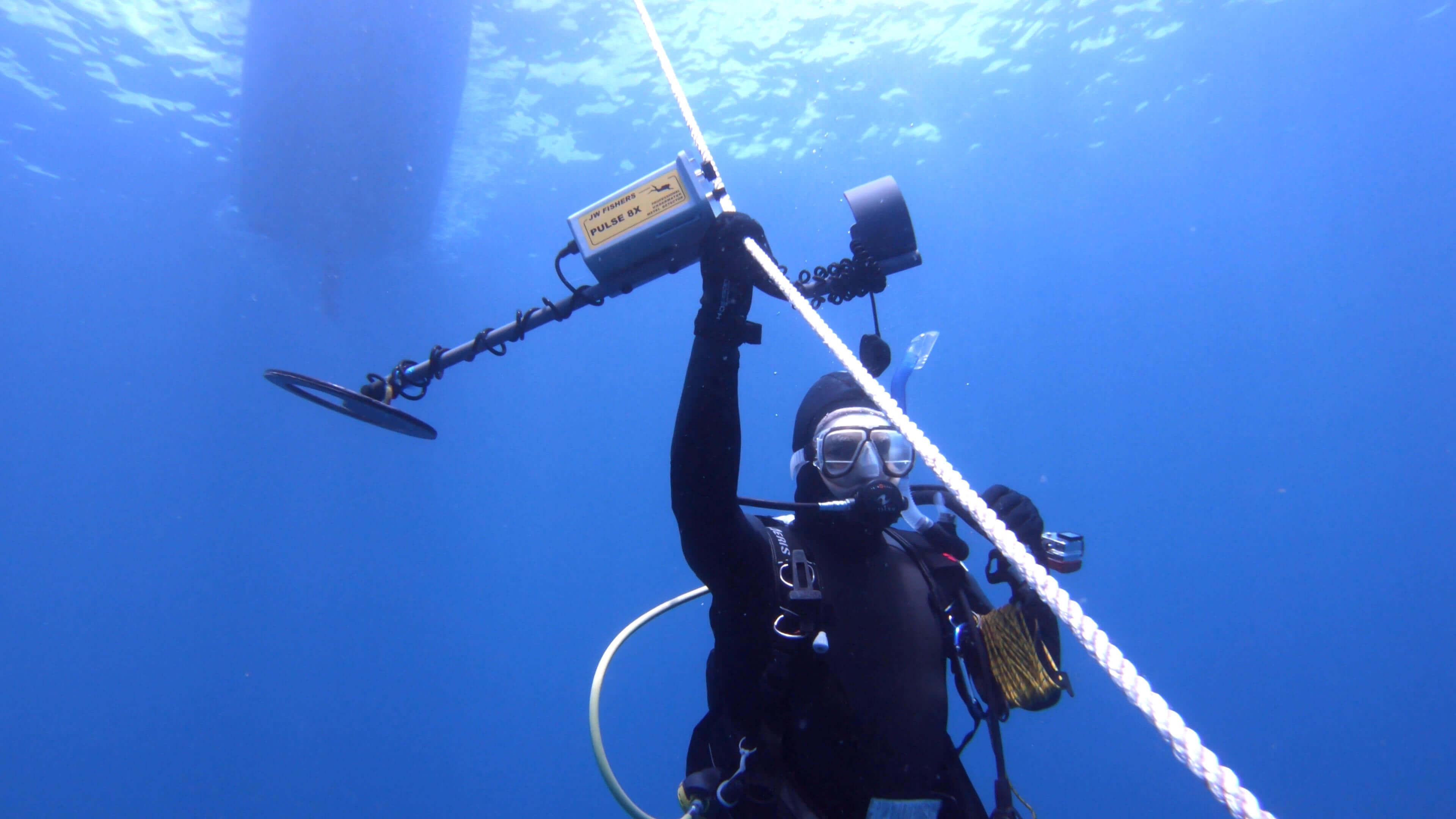 A diver under water holding a Pulse 8X